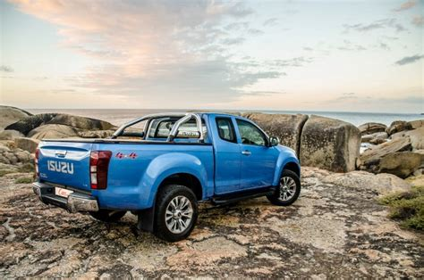 Isuzu KB300 LX 4x4 Extended Cab (2017) Review   Cars.co.za