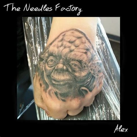 tatouage de alex maitre yoda