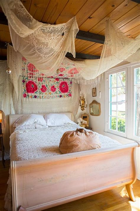 Bohemian Inspired Bedroom | how to achieve bohemian or boho chic style