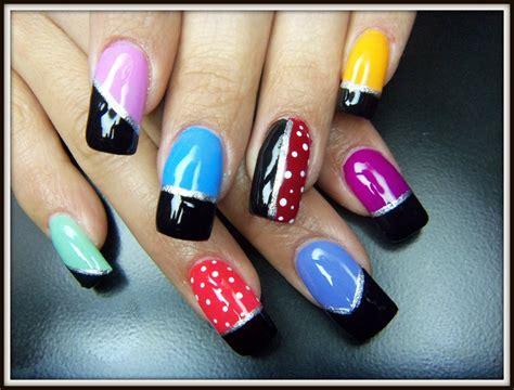 imagenes de uñas decoradas sencillaa u 241 as pintadas con esmaltes de colores f 225 ciles de hacer