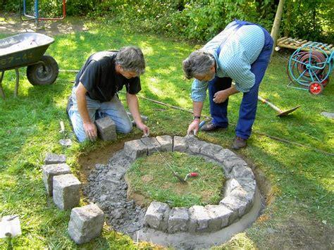 einfache feuerstelle im garten feuerstelle garten selber bauen nowaday garden