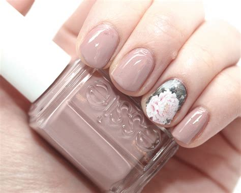Floral Nail Sticker makeup fashion nails of the day essie