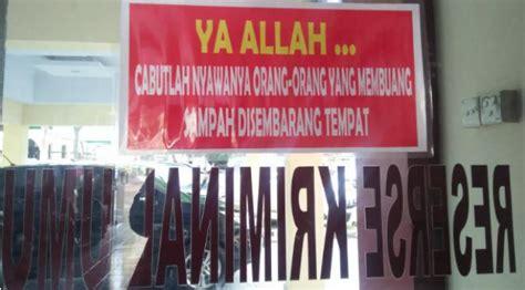 Stiker Polda Bali larangan buang sah sembarangan ini sungguh menakutkan