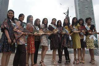 Batik Fashion Wanita Smash Pevita artis indo profil biodata smash boyband indonesia