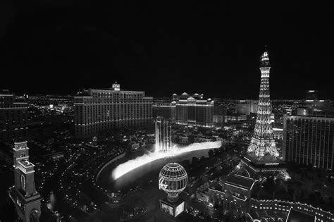 black and white vegas wallpaper las vegas strip and fountains black and white photograph