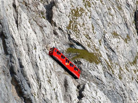 treno a cremagliera svizzera mount pilatus zuerich
