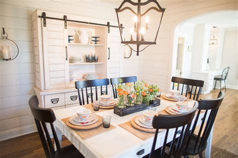 magnolia homes wallpaper fixer upper season 3 episode 16 the chicken house