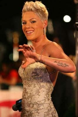 i absolutely love pink's hair | hair.....it's what i