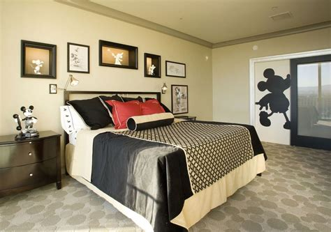 mickey mouse bedrooms mickey mouse penthouse suite at disneyland thechive