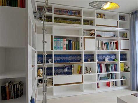 libreria con scala libreria ad angolo con scala