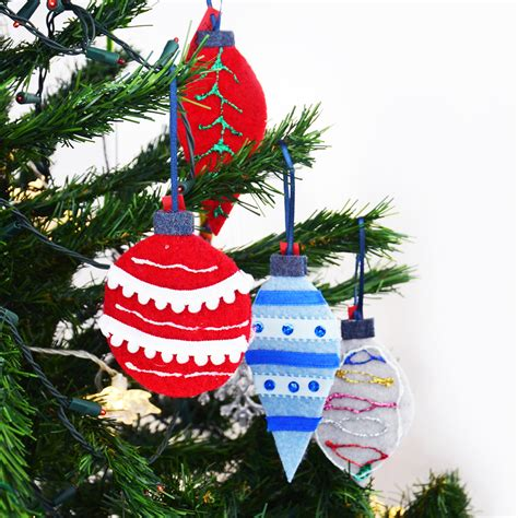 diy felt christmas tree ornaments for kids from repurposed