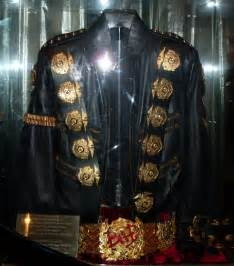 jackson s file michael jackson s quot bad quot jacket and belt jpg wikimedia commons