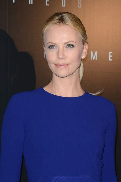 Whats Lipstick The Scoop On Charlize And Katharines Shades by Prometheus Premiere Zimbio