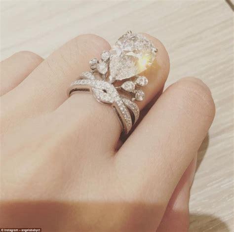 Sangjit Tempat 2 Cincin Mawar Pernikahan Perhiasan Hadiah Murah inilah pernikahan rp 400 milyar milik angelababy