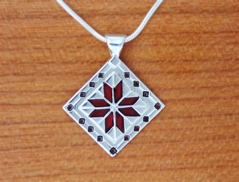 quilt pattern jewelry le moyne star quilt jewelry enameled sterling silver