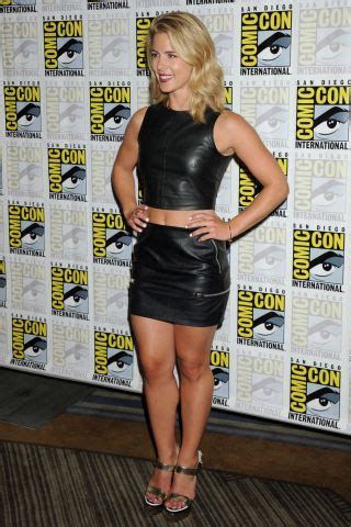 emily vanc height how tall celebheights emily bett rickards height and weight howtallis org