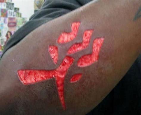 tattoo pain and redness 超变态 自虐式雕刻纹身图片 互动图片