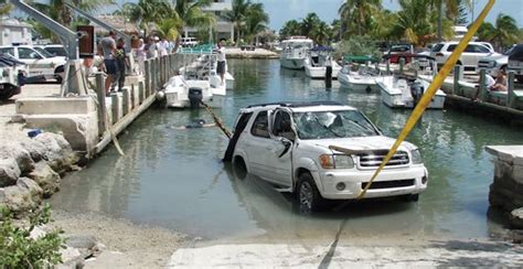 boat launch rope you re doing it wrong 12 priceless boat launch fails