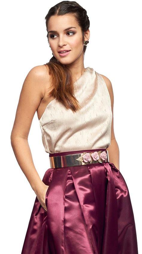 Dinara Top 1 2 top asim 233 trico beige para invitada a disponible para su alquiler on line en dresseos
