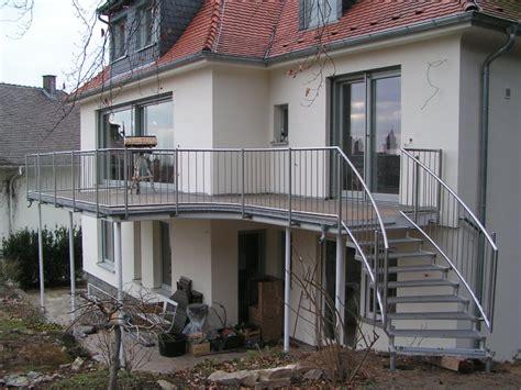 Balkongeländer Mit Treppe by Au 223 Entreppe Und Gel 228 Nder Treppe Zum Balkon Aus Edelstahl