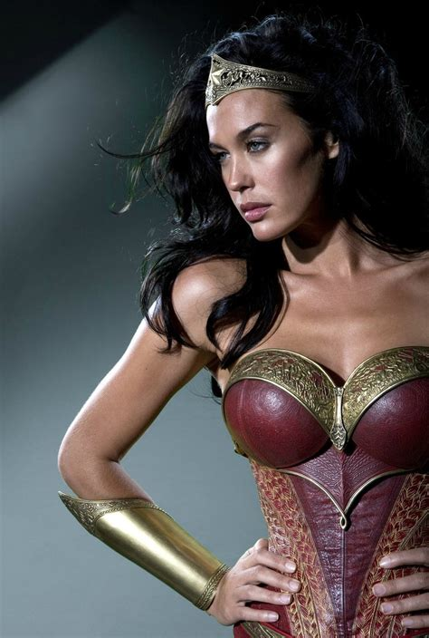 justice league film wonder woman wonder woman costume from axed justice league movie revealed