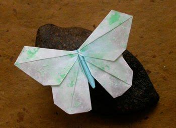 Flat Origami Butterfly - decorating paper to make origami butterflies the braid