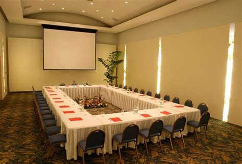 Hotel Wyndham Garden Colima , Colima: the best offers with