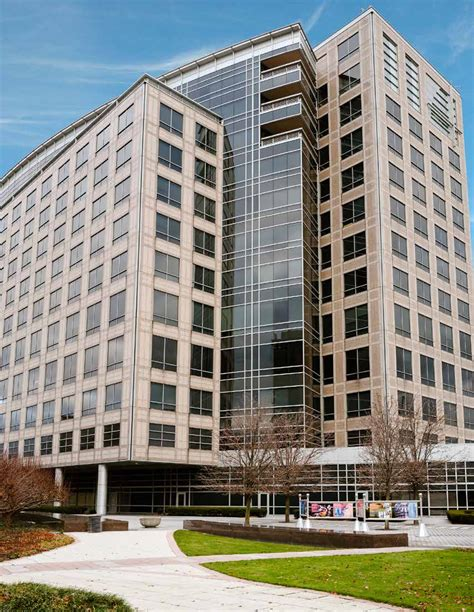 Fitness Showrooms Stamford Ct 2 by Avg Partners Buys Loan On Ubs Center In Stamford