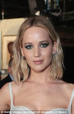jennifer lawrence in 'new romance with nyc art gallery