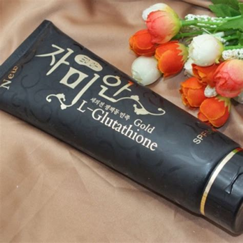 White Pome Exfoliating qala pomegranate whitening cleanser lotion