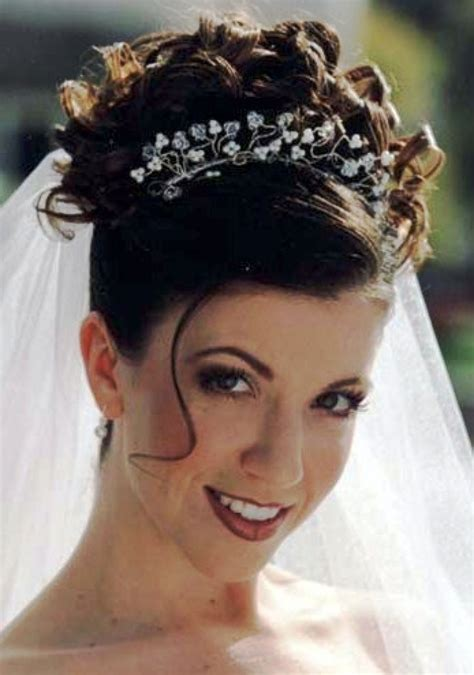 wedding hairstyles for hair updos with veil and tiara festivos y acontecimientos