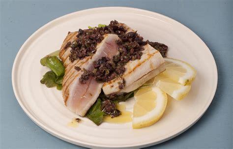 cucinare pesce spada alla piastra ricetta pesce spada alla piastra con salsa all origano e