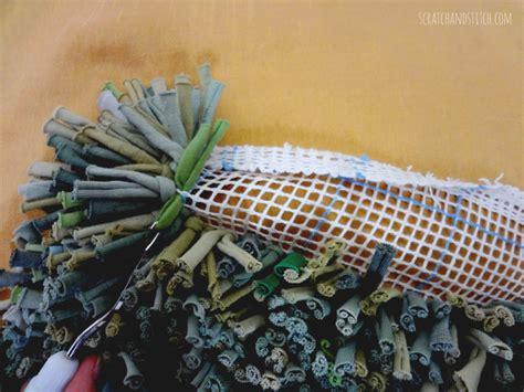 t shirt latch hook rug tutorial the t shirt rug tutorial by scrachandstitch