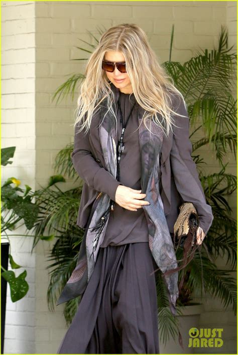 Fergie And Church Show How Its Done Hollyscoop by Fergie Josh Duhamel Say Goodbye To Priest At Sunday
