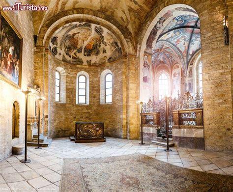 l interno della l interno della basilica di san giorgio foto praga