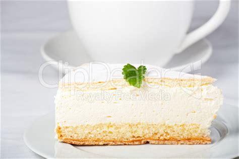 kuchen in tasse backen sahnetorte zitronenmelisse blatt sahne kuchen tasse