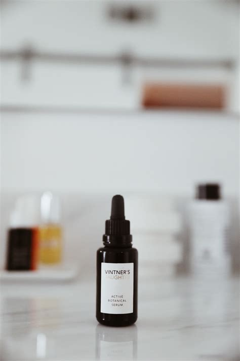 Serum Elips oils to favorite damsel in