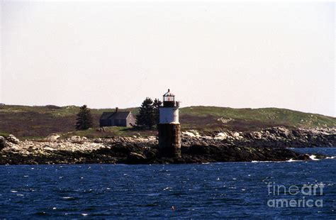 ram island lighthouse ram island lighthouse in maine photograph by skip willits