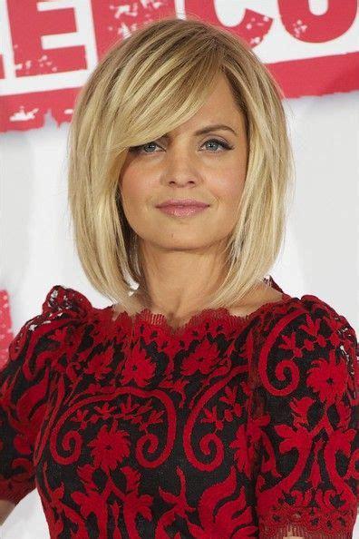 shoulder sweep haircuts women mena suvari medium straight cut with bangs mena suvari