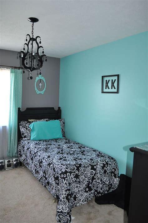 los colores  combinan  el turquesa en paredes