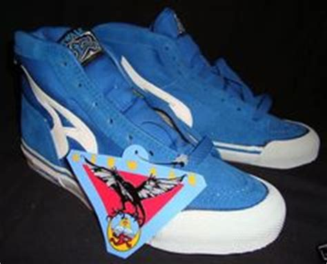 Airwalk Stripped get a with these blue zebra pointed creepers