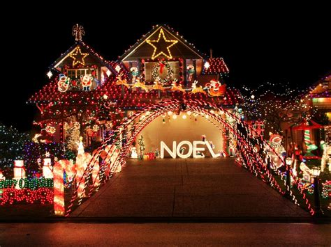 outdoor christmas light displays over the top christmas lighting displays diy