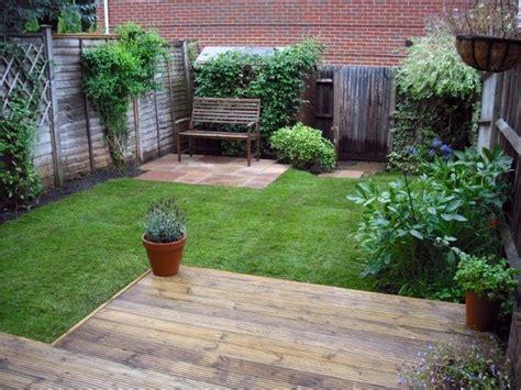 Kleiner Garten Planen Rasen Sitzbank Gartenzaun