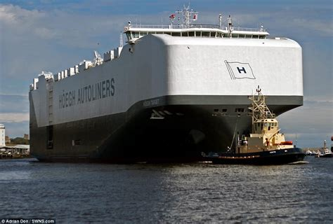 biggest water vessel in the world world s largest car transporter hoegh target arrives in uk