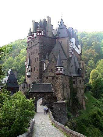 castle eltz above mosel river eifel hunsruck mountains