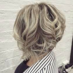 how to stlye a stacked bob with wavy hair 50 trendy inverted bob haircuts