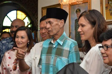 kisah artist melayu vereran lawatan yb menteri kkmm ke kediaman seniman veteran tan