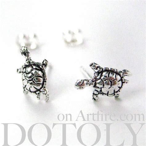 sterling silver turtle animal stud earrings in silver