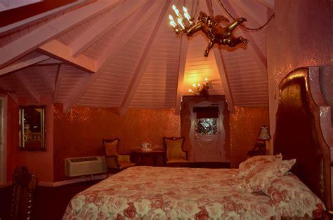 madonna inn rooms beat the empty nest blues at the madonna inn getaway mavens