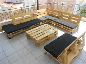 Outdoor Deck Decor Couch Made Out Of Wood Pallets Pallet Wood Projects